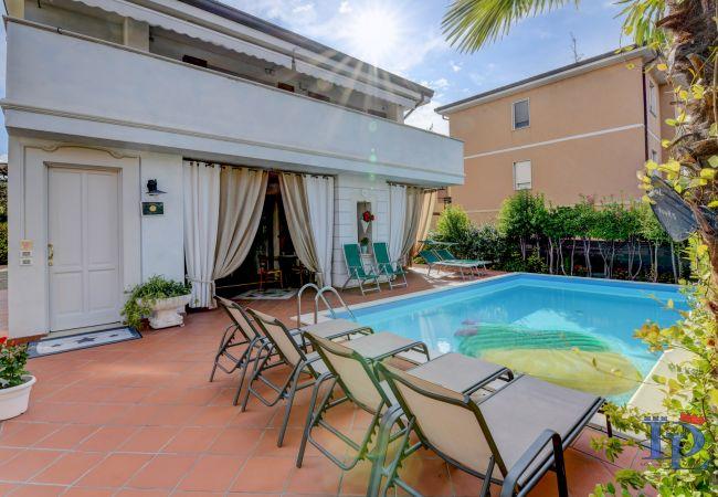 Apartment in Desenzano del Garda - 45 - Garden and Pool in Desenzano centrum