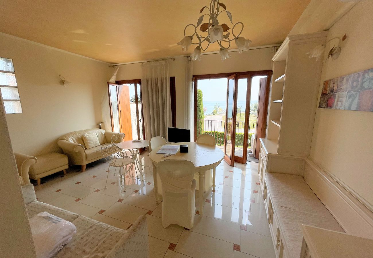 Ferienwohnung in Sirmione - 18 5 STAR WITH LAKE VIEW AND PRIVATE BEACH